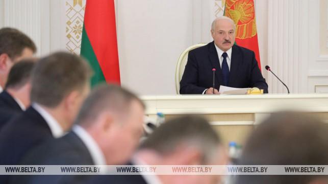 Александр Лукашенко проводит с руководством Совета Министров совещание по экономическим вопросам