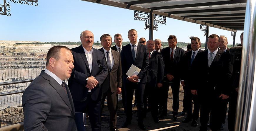"""Александр Лукашенко посещает предприятие """"Гранит"""", где строят новый горный комбинат. Что хотят показать Президенту?"""