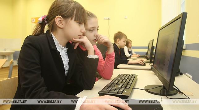 Фонды более 300 школьных музеев оцифровали в Гродненской области