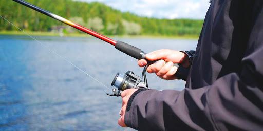 Одной удочкой и на один крючок. В регионе введен запрет на лов рыбы