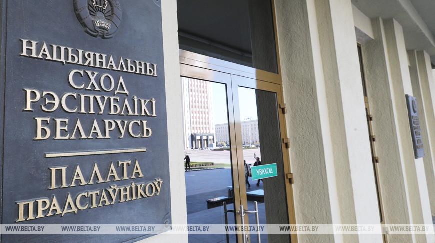 Среди претендентов на места в парламенте Беларуси становится все больше молодежи