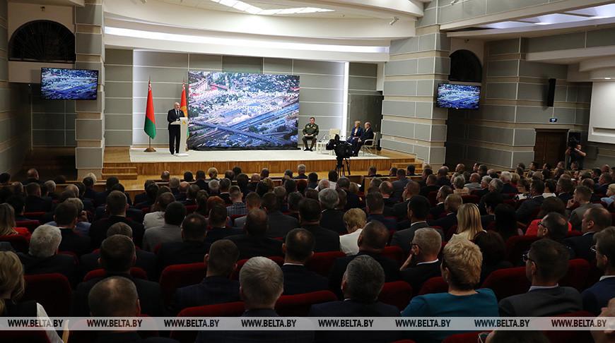 Александр Лукашенко: бизнес, который честно работает во благо страны и народа, всегда будем поддерживать