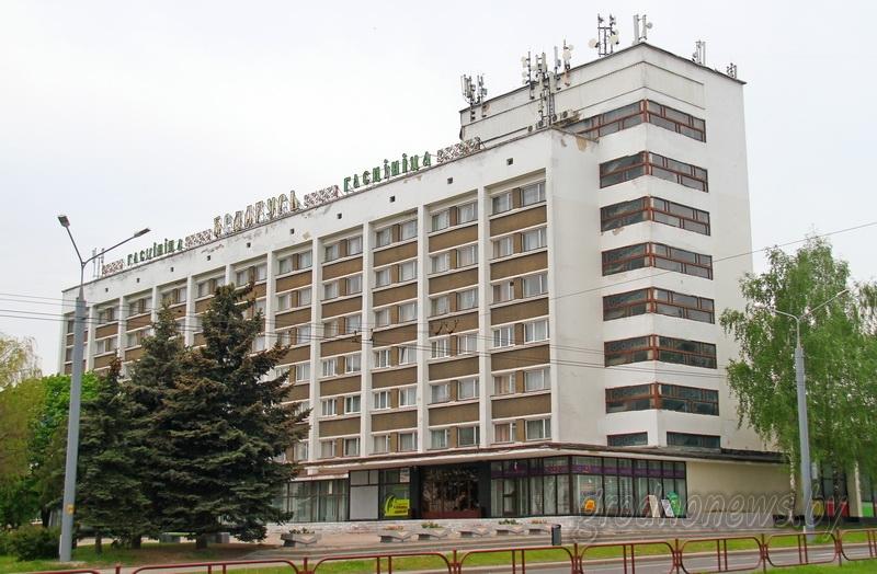 """В гостинице """"Беларусь"""" установят витражи, а первые номера подготовят к Фестивалю национальных культур"""