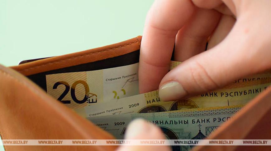 Минимальную зарплату в Беларуси планируют поднять в следующем году на Br25 до Br400.