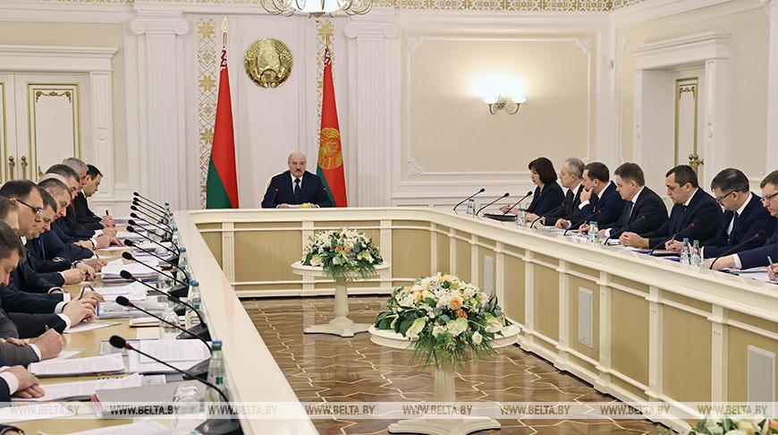 От инвестпрограммы до вопросов агроэкотуризма - Александр Лукашенко собрал совещание с руководством Совмина