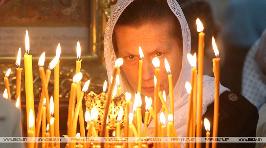 Православные верующие празднуют Успение Пресвятой Богородицы