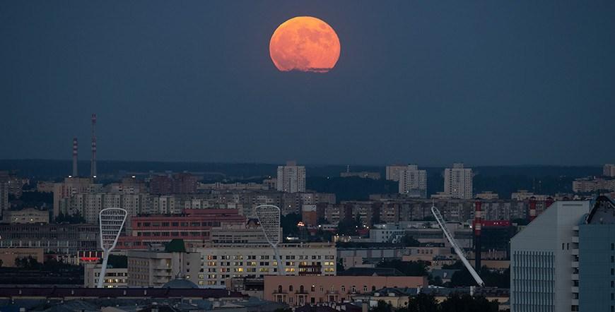 ФОТОФАКТ: В Беларуси можно было наблюдать суперлуние