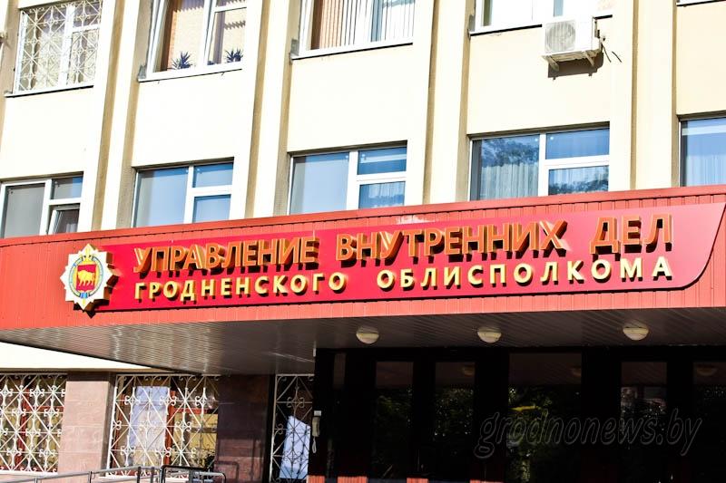 """В Гродно задержали """"художника"""", который разрисовывал остановки и столбы"""