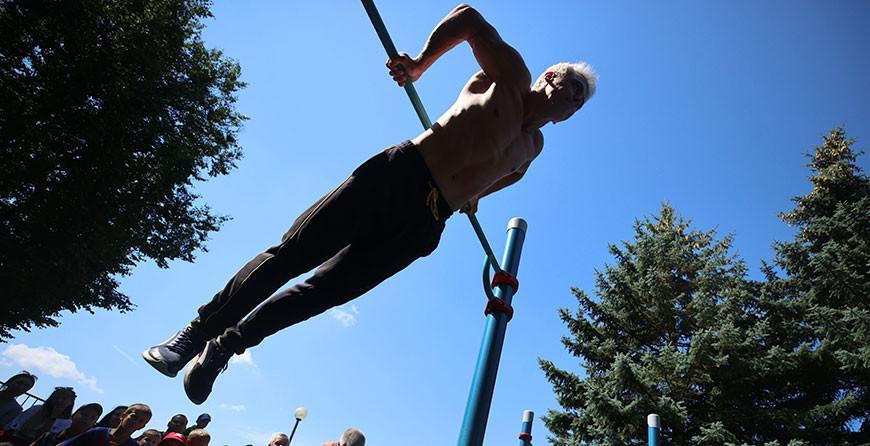 Фотофакт: в Сморгони открыли воркаут-площадку