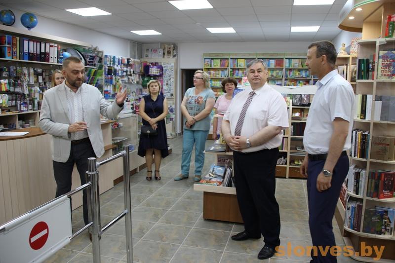 Міністр інфармацыі наведаў новую кніжную краму ў Слоніме