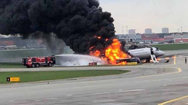 При крушении самолета в Шереметьево выжили 37 человек