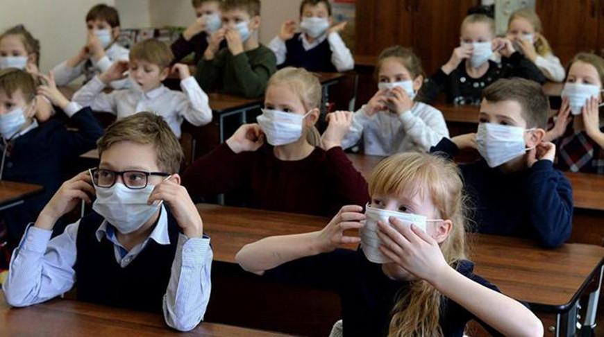 В Литве школьникам рекомендуют с 1 сентября приходить на уроки в маске