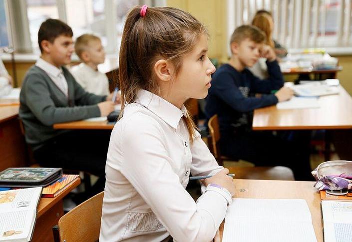 Минтруда: почти 100 тыс. семей получат единовременную матпомощь к школе
