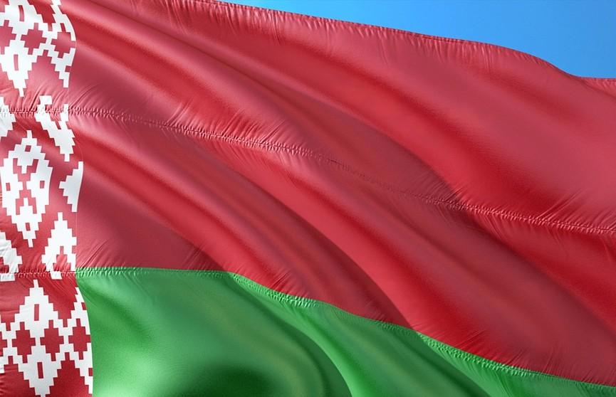 «За единую Беларусь!»: патриоты празднуют годовщину начала автопробегов