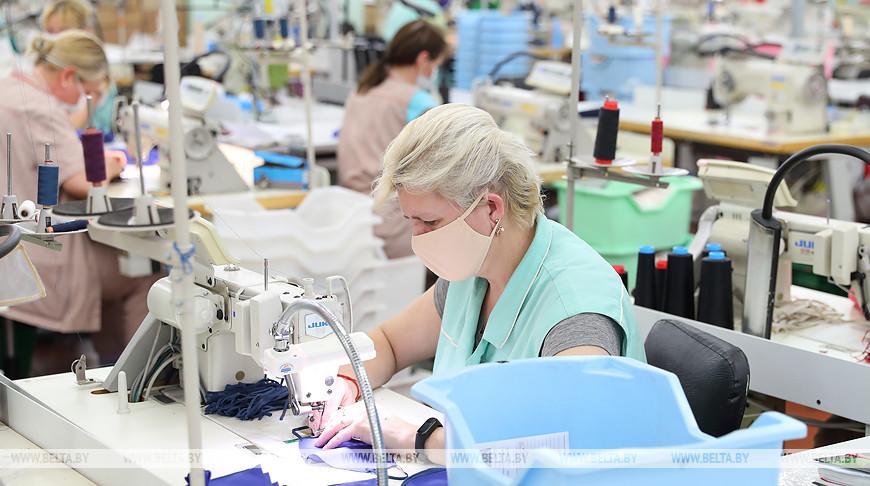 Около 100 предприятий в Беларуси переориентировались на выпуск масок