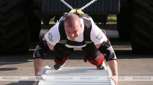 Белорусский силач 9 августа попробует сдвинуть 15 тягачей МАЗ и установить мировой рекорд