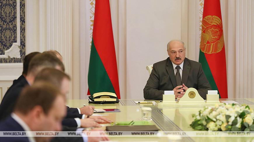 Александр Лукашенко потребовал разобраться с распространителями фейков о смертях из-за коронавируса