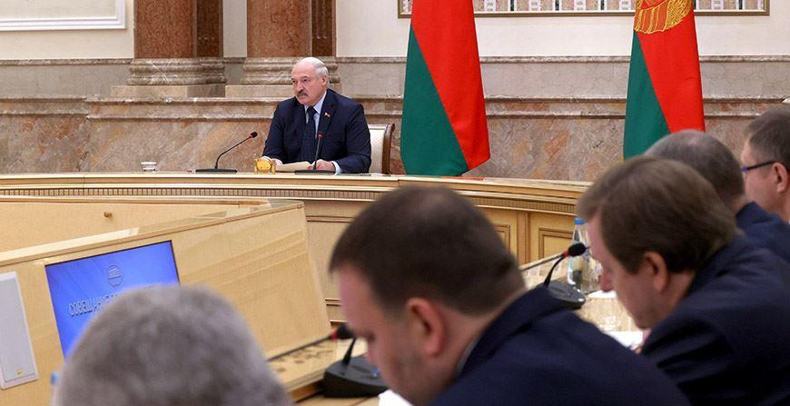Александр Лукашенко требует активнее защищать экономические интересы Беларуси
