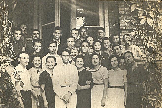 Студенты первого набора Гродненского учительского интститута. 1940 г..jpg