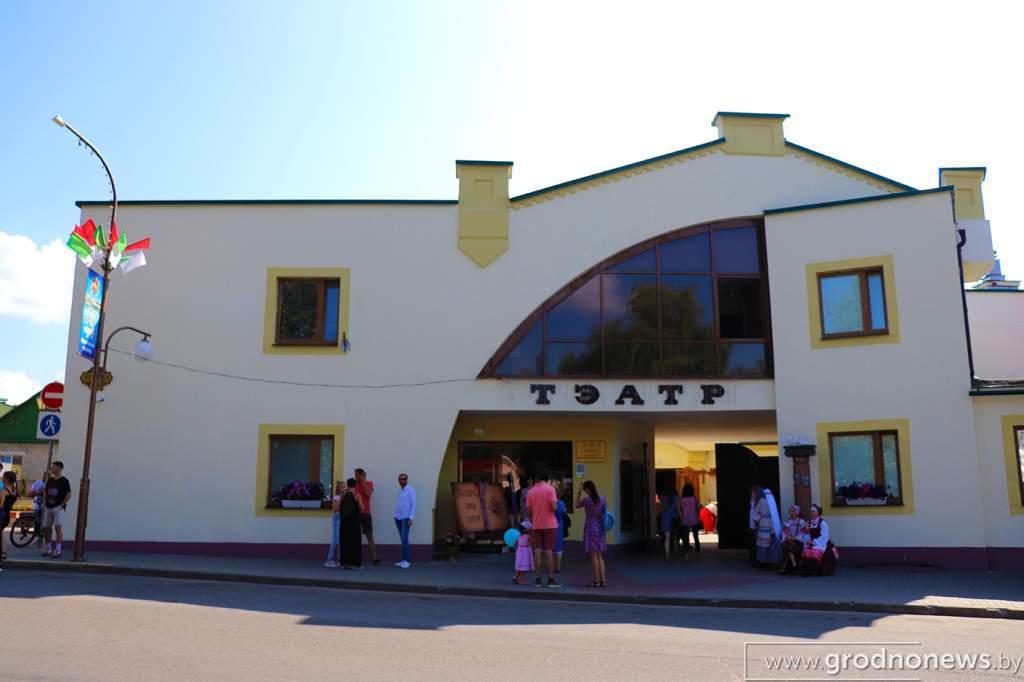 Театр с обратной стороны.jpg