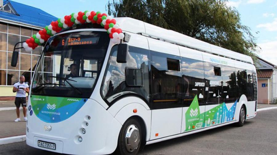 Gibridnyj-avtobus-A4202K.jpg