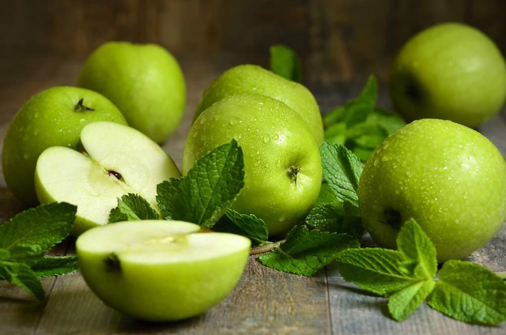 Apples_Green_Foliage_552278_4320x2861.jpg