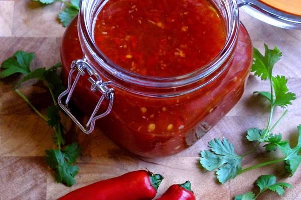 retsept-adzhiki-na-zimu-iz-pomidor-i-pertsa-s-chesnokom.jpg