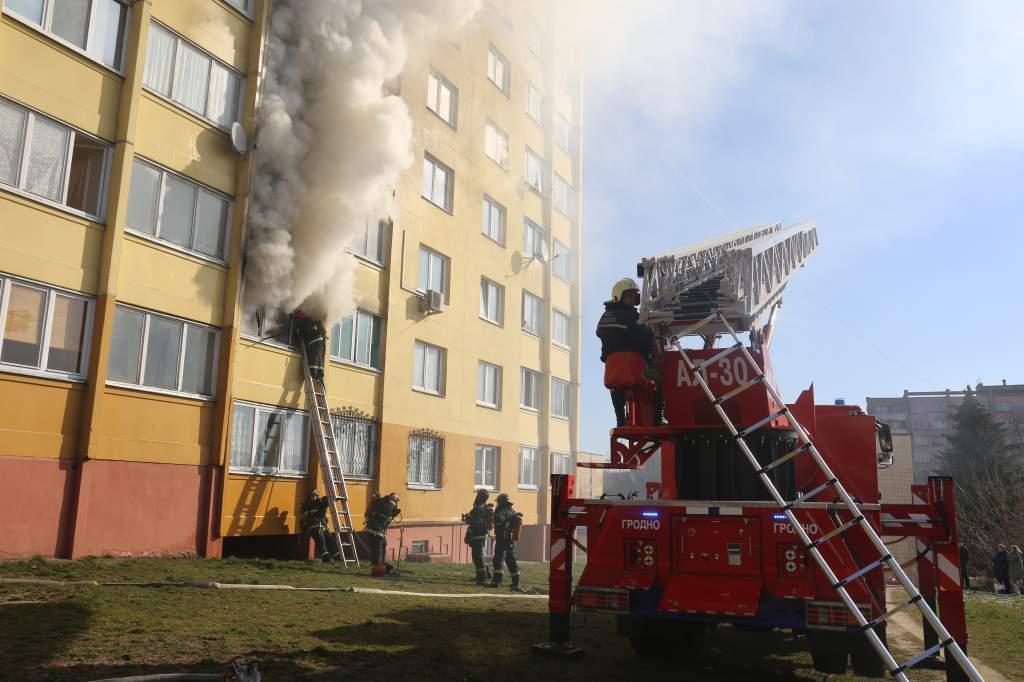 фото с пожара по ул. Дзержинского.JPG