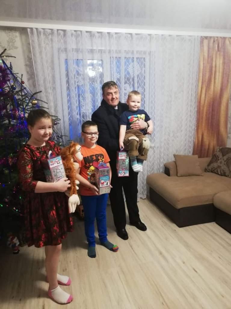 Депутат Палаты представителей Александр Маркевич посетил многодетную семью Высоцких из Ошмянского района