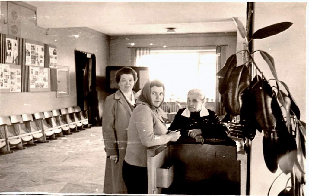 На контроле в кинотеатре КОСМОС (нач. 70-х годов).jpg
