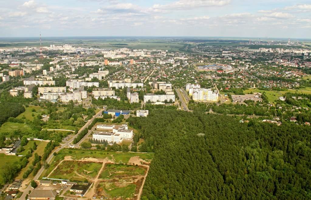 вид на город со стороны лесопарковой зоны Пышки.jpg