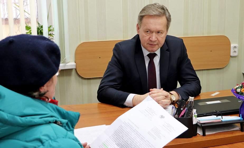 Председатель Гродненского областного Совета депутатов Игорь Жук провел прием граждан в Берестовице
