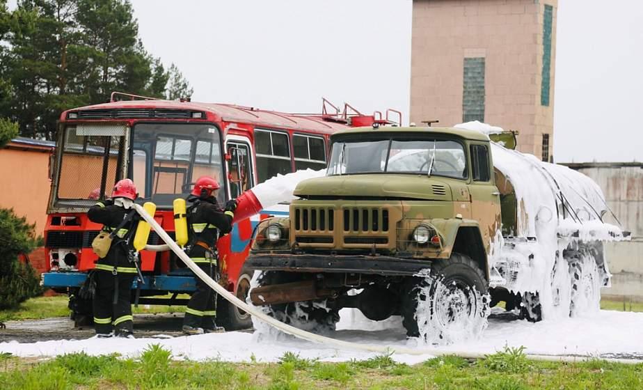 Спасение на воде и пожарный кроссфит. В Гродно выбирают лучших огнеборцев среди молодежных отрядов охраны правопорядка