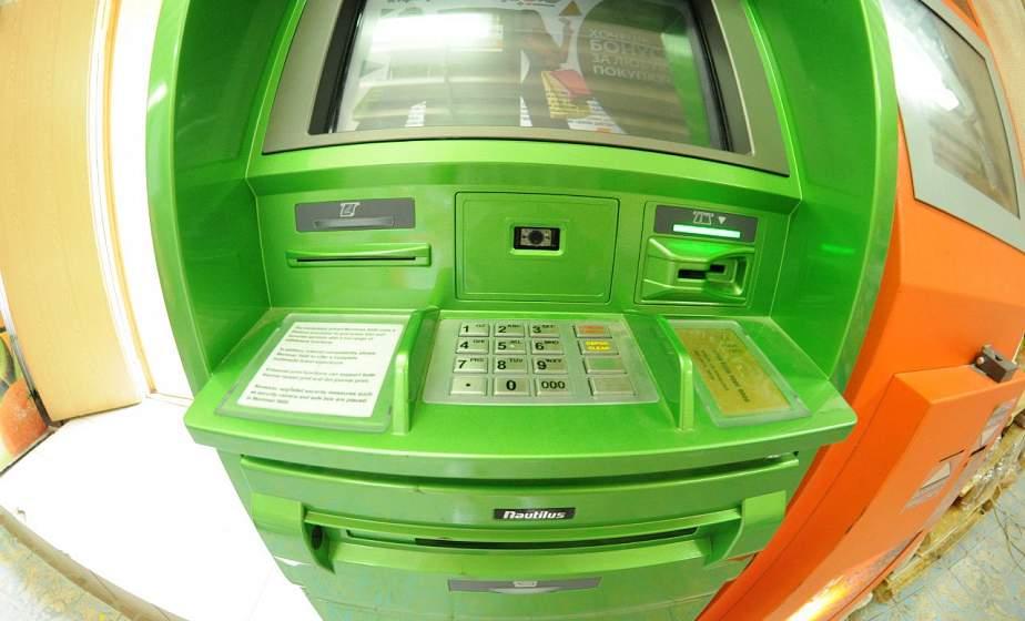 В Беларуси уменьшают число банкоматов и инфокиосков