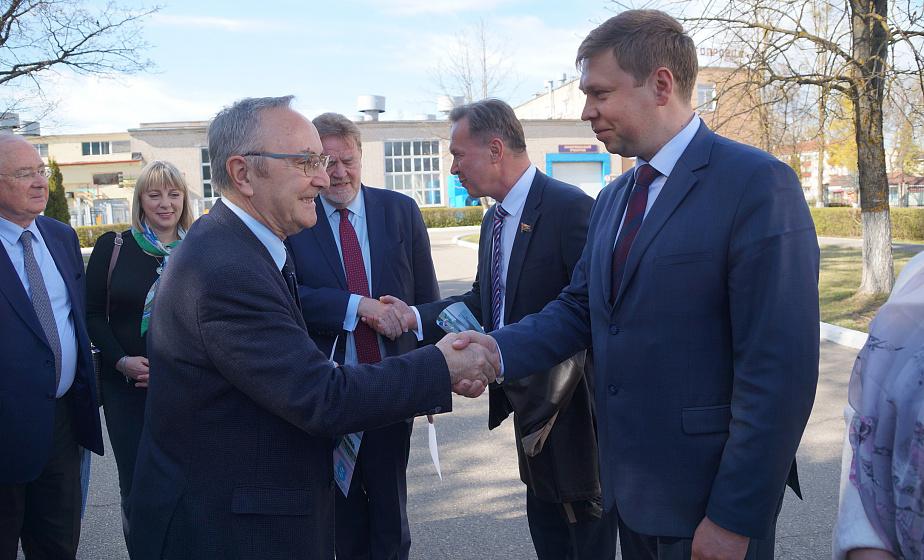 Белорусский след Шарля де Голля. Французские сенаторы посетили Щучин