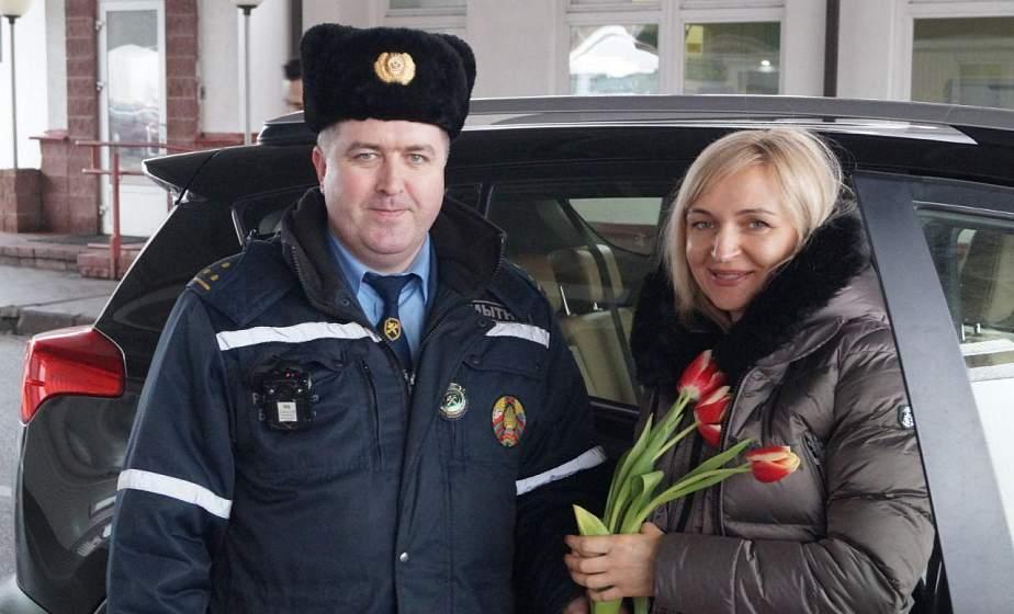 Гродненские таможенники дарили цветы въезжающим в Беларусь представительницам прекрасного пола