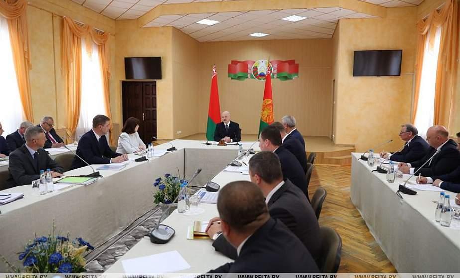 Тема недели: Расставить точки над «i» в вопросах ЖКХ — Александр Лукашенко приехал в Полоцк