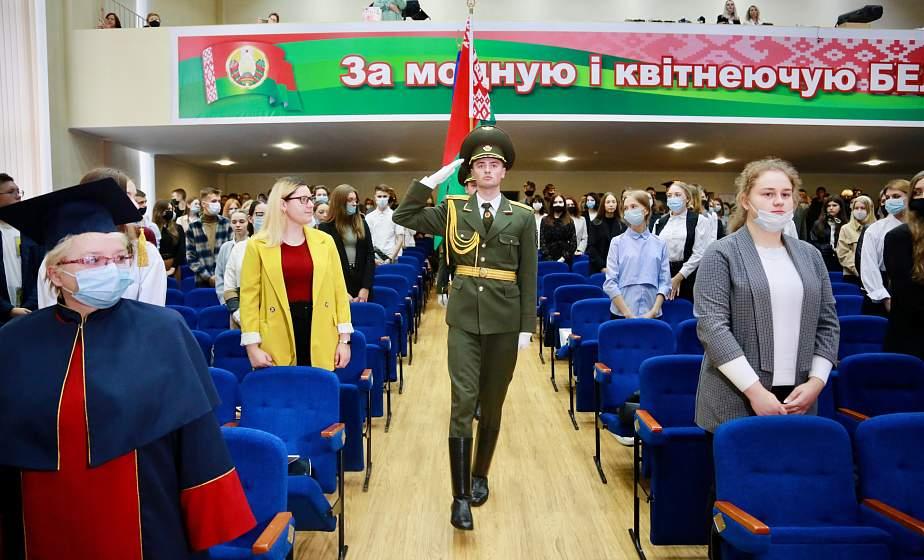 В ГрГУ имени Янки Купалы прошло торжественное посвящение первокурсников в студенты