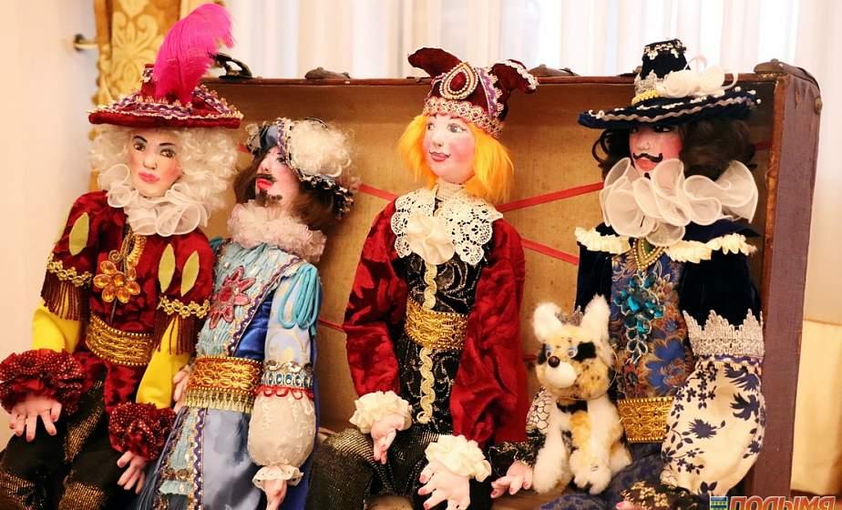 В гости к сказке. В Мирском замке прошел детский Рождественский бал, собравший полсотни ребятишек из разных стран
