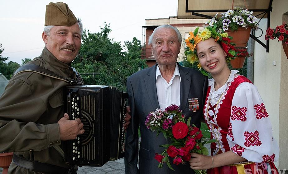По Гродненской области едут «военные агитбригады»