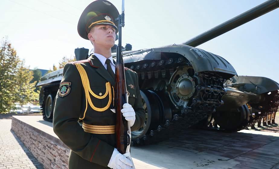 В Новогрудке торжественно открыли макет танка Т-72 на месте героического подвига танковых экипажей в 1944 году