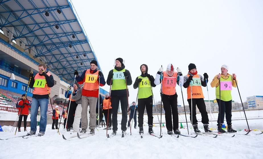 Спортивный задор и горячий чай. В Гродно прошли соревнования по лыжным гонкам «Профсоюз объединяет»