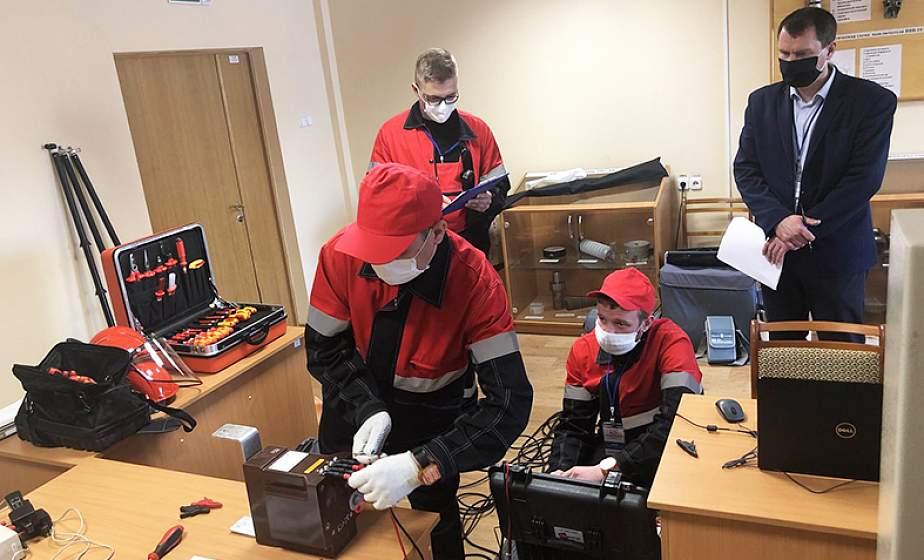 На базе «Гродноэнерго» впервые прошли областные соревнования бригад по ремонту и обслуживанию устройств релейной защиты и автоматики
