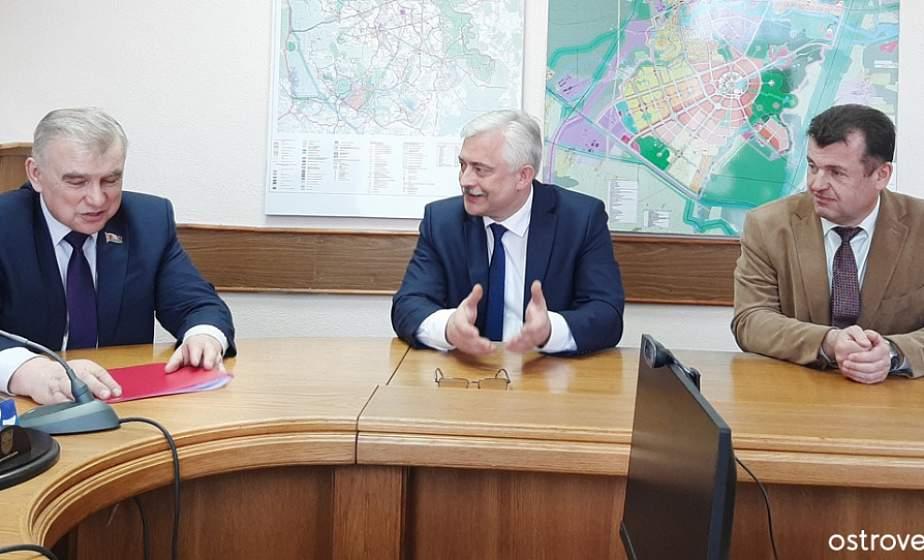 Депутат парламента Виктор Свилло провел прием граждан и встретился с руководством Островецкого района