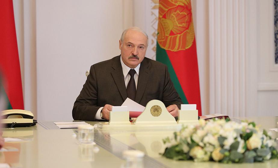 Александр Лукашенко поручил обеспечить своевременную выплату и рост зарплаты в регионах