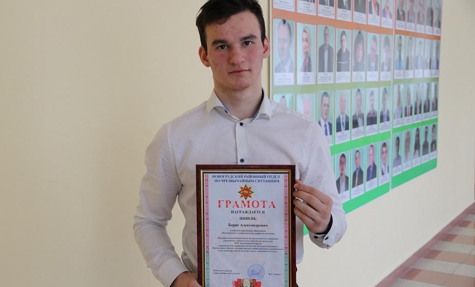 Александр Лукашенко наградил медалью учащегося колледжа из Новогрудка за спасение тонущей женщины