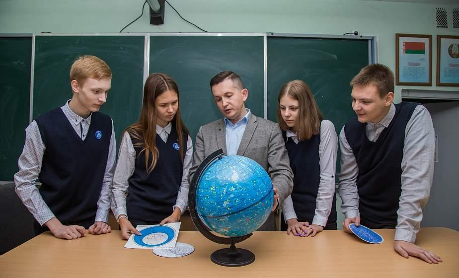 «Уроки французского» привели в физику. Как директор лицея №1 Гродно сочетает любовь к точным наукам и литературе