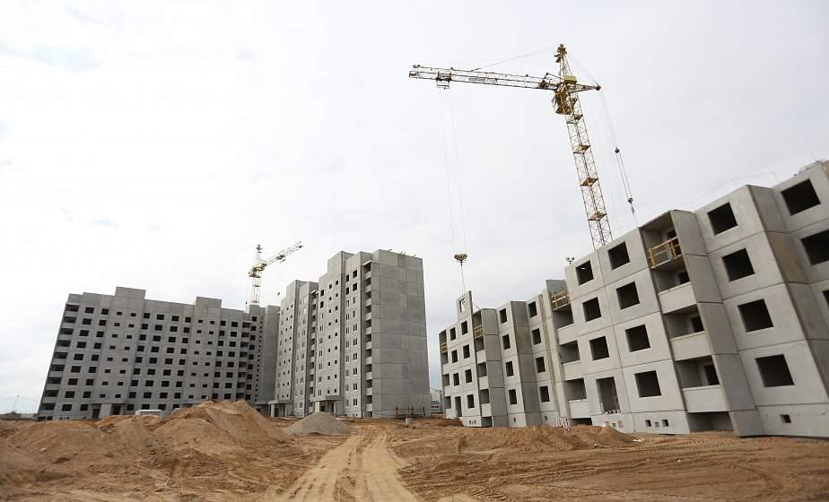 """Два детских сада, дворы без машин и четыре месяца до сдачи первых домов. Как строят """"квадраты"""" для 65 000 жильцов? Репортаж из нового микрорайона Грандичи"""