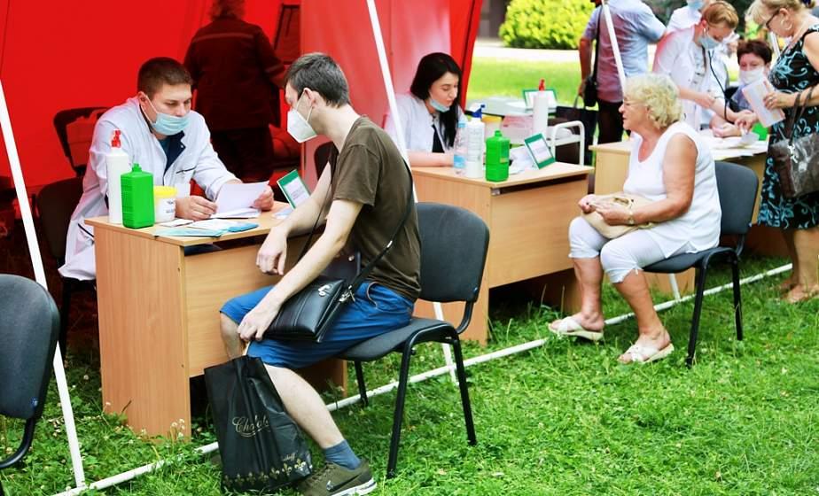 Врачебная консультация под открытым небом. В парке Жилибера развернулся «Медицинский городок»