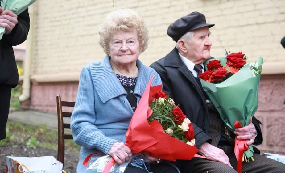 В преддверии Дня Победы поздравления от руководства области принимали ветераны Великой Отечественной войны Валентина Баранова и Семен Подофедов